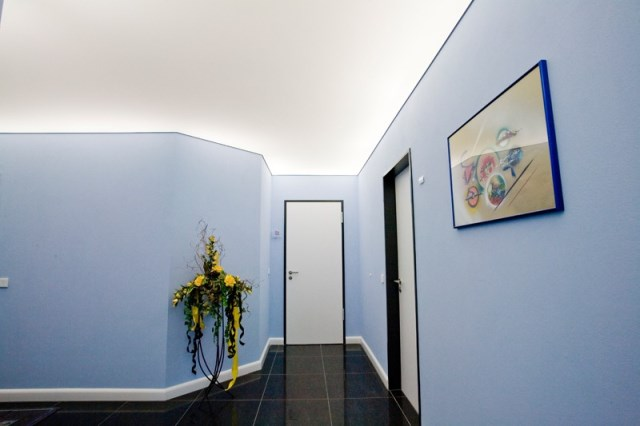 flur mit lichtdecke renfordt malerfachbetrieb gmbh. Black Bedroom Furniture Sets. Home Design Ideas