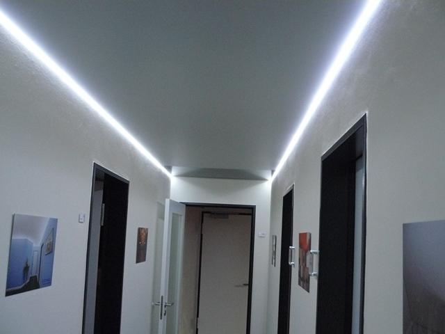 Flur Mit LED Seitenkanal