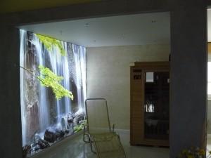 Lichtwand mit Motivdruck in einer Sauna