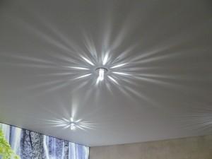 Swarovski LED-Kristalle auf weißer Spanndecke